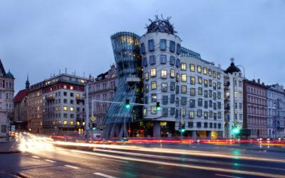"""O emblemático edifício """"Fred & Ginger: a Casa Dançante"""" em Praga, que vai querer visitar"""